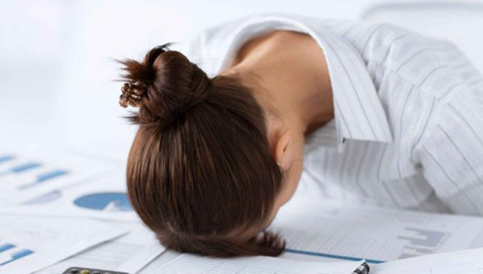 ストレスを抱え込む女性