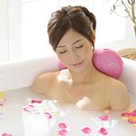 全身浴をする女性